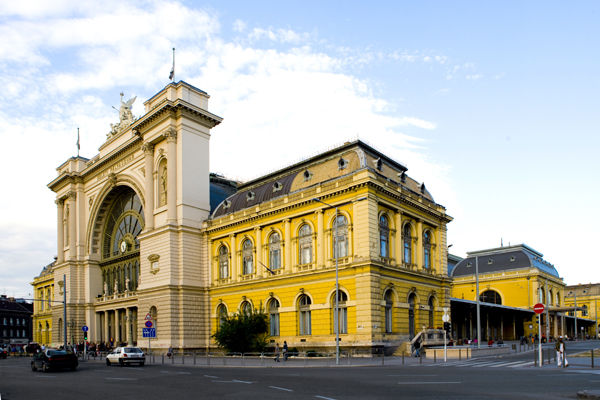 keleti railway station budapest monument of art. Black Bedroom Furniture Sets. Home Design Ideas