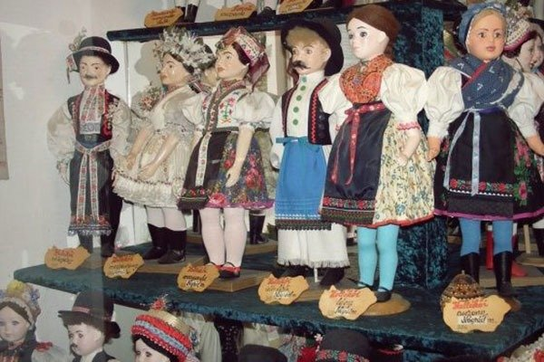 Dollmuseum (Collection of national costume)