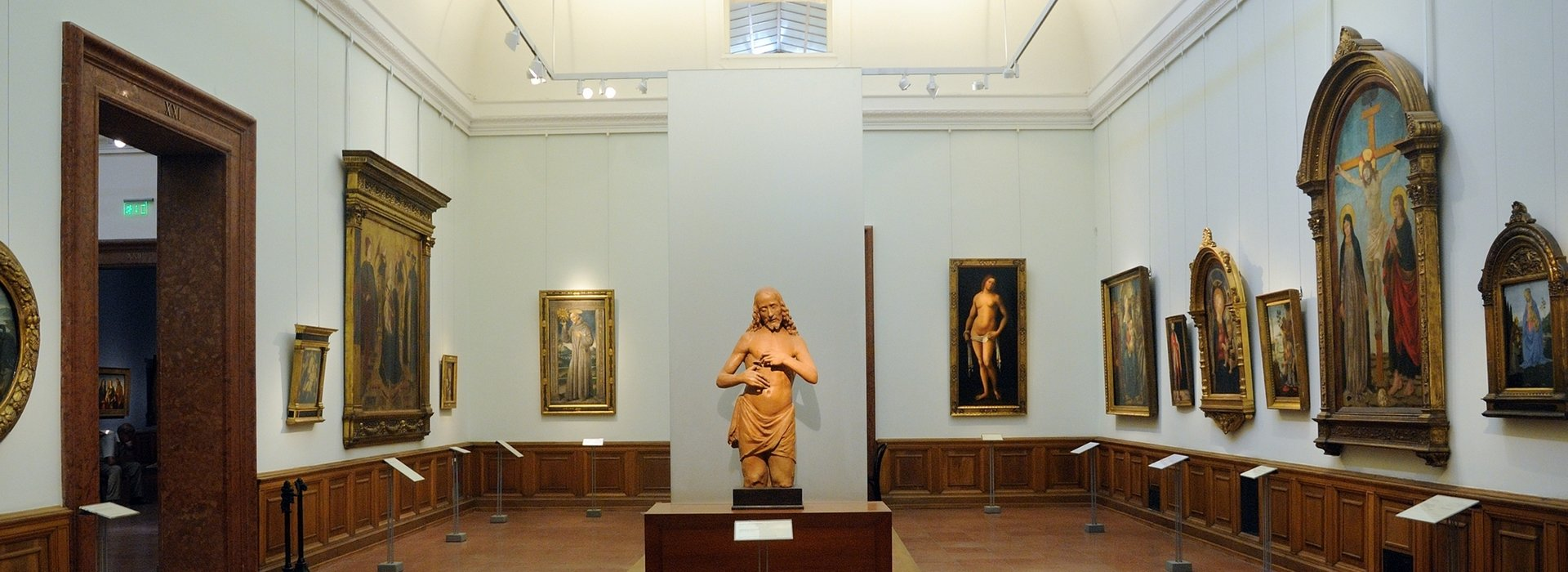 Exhibiton halls & galleries