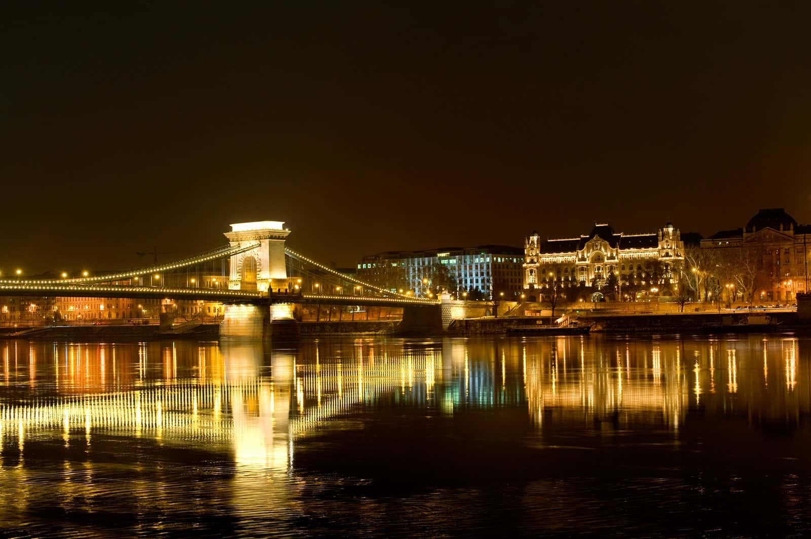 Mahagoni holzboot  Budapest Travel & Tourism Guide - Tourist information of Budapest ...
